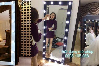 Gương nịnh cho shop thời trang khác gì với gương soi thường