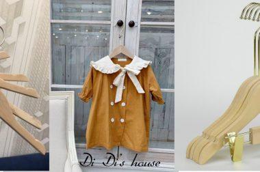 Móc áo cho shop trẻ em – Mẫu móc gỗ mộc cao cấp